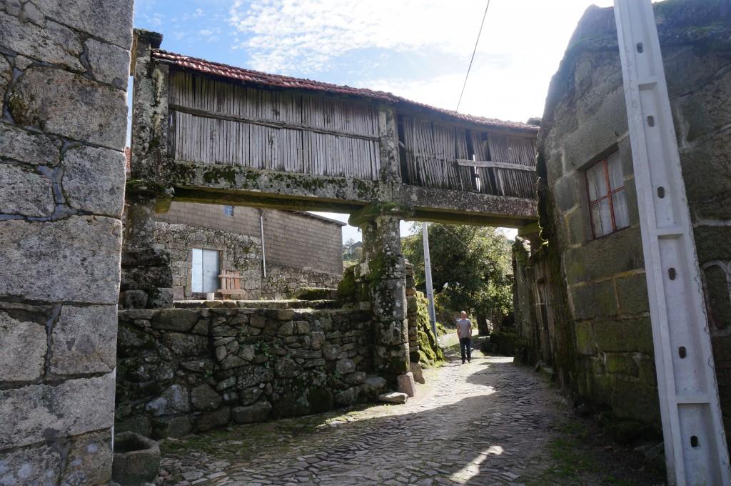 Maishuisje en huizen van graniet.