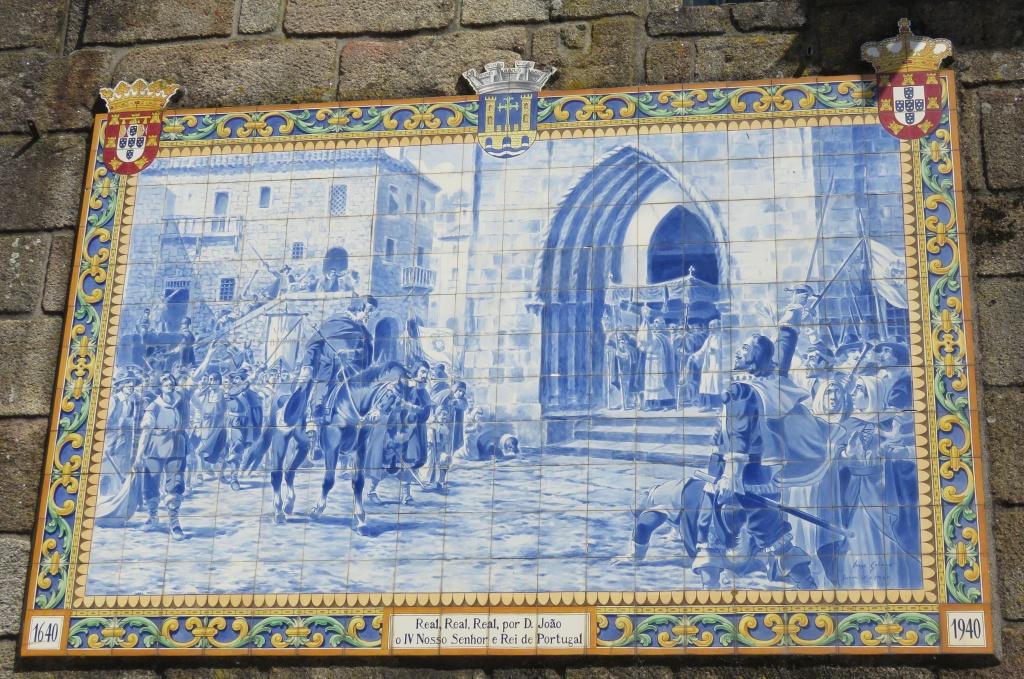 Op de kerk is een plakaat te zien met een afbeelding van de koning van Portugal - Ponta de Lima