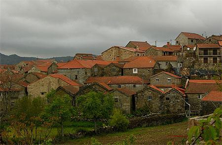 In veel dorpen in Montalegre lijkt de tijd te zijn gestopt. Ossenkarren zijn nog volop in gebruik en watermolens malen het graan.
