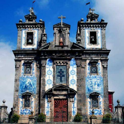 Het barokke kerkje Igreja de Santo Ildefonso