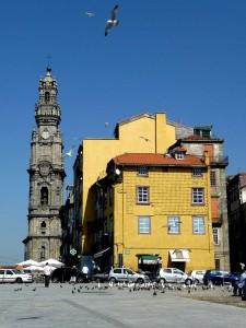 De Torre dos Clérigos is een bekende toren in het centrum en zit vast aan de kerk Igreja dos Clérigos.
