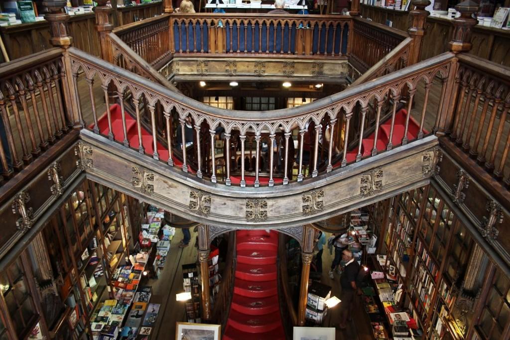 """Boekhandel en bibliotheek """"Lello"""""""