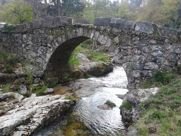 De Romeinse brug nabij Agra, over de rivier de Ave.