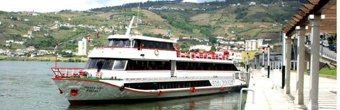 Veel scheepjes varen hier voor toeristische tochtjes op de Douro.